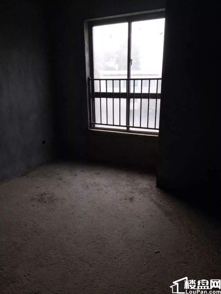 大汉龙城三居室 通风采光特别好 不动产证在手 可以按揭
