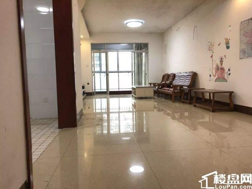 东方广场旁 怡景苑 130平 大三房 带车位 装修 108万 看房子方便