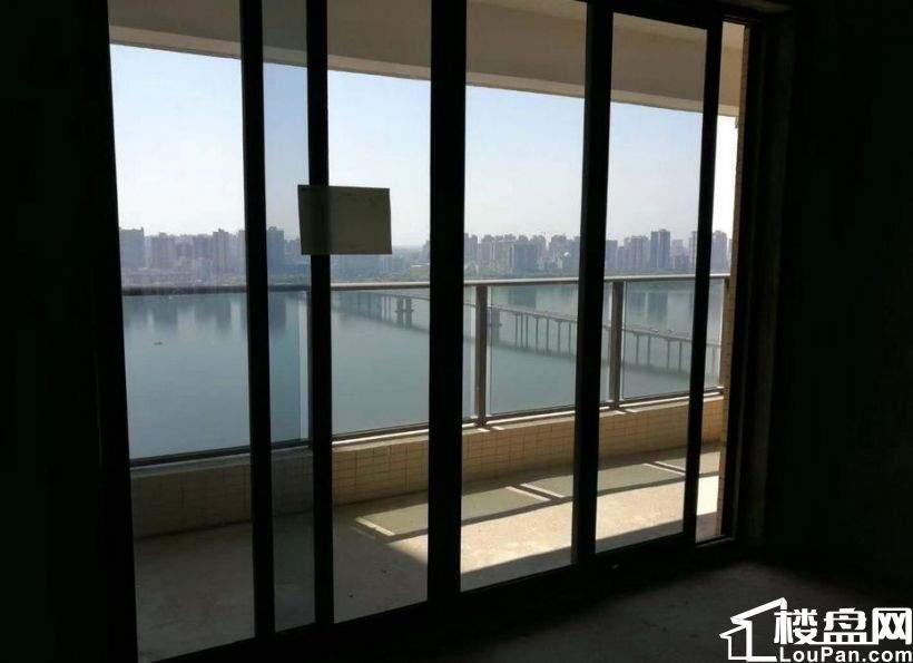 保利天汇、全江景、118方3房2厅2卫 仅售145万