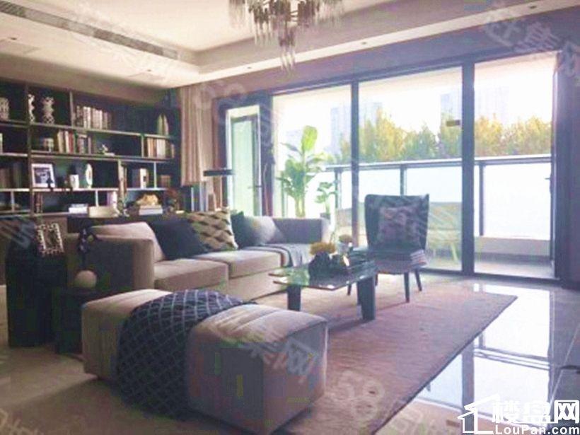 历下区 花园路 万科翡翠公园 豪华装修 6.7米开间 全景窗