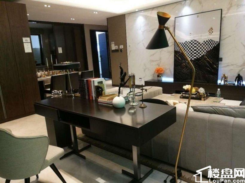 历下 万科翡翠系装修 客厅采光面大 四居室 三厅 生活方便
