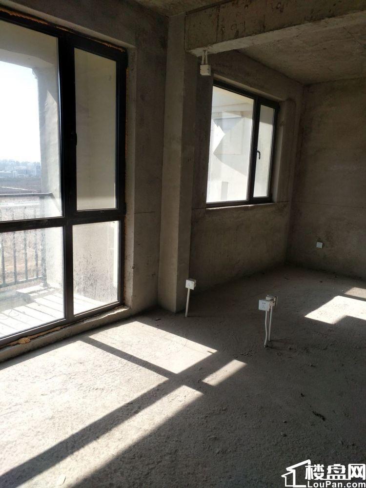 尚书台旁紫玉花园 牟平一中对面 现房现证  顶加阁楼 赠阳台
