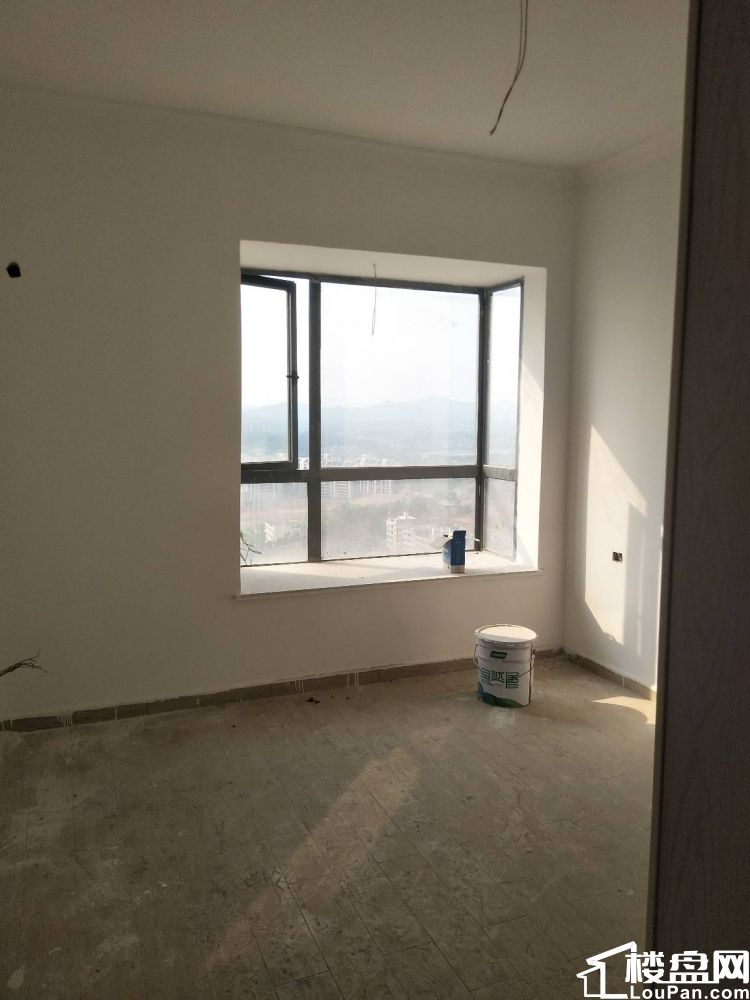雍华庭 电梯高层两室两厅带硬装售价52.8万
