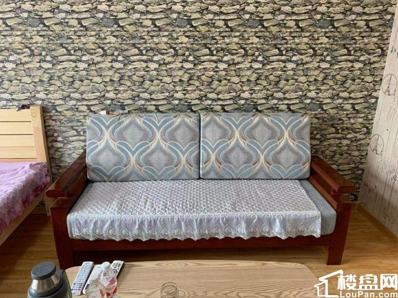 领海国际,一室一厅精装全套1400元抢租!