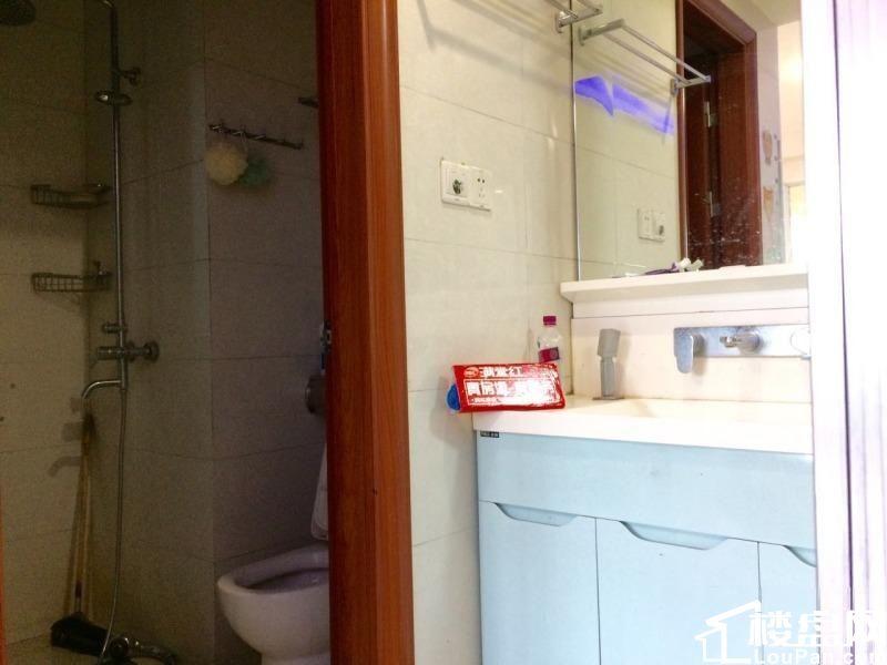 金地3期 简装3房 设备齐全 可 阳光好的一米 随时看房