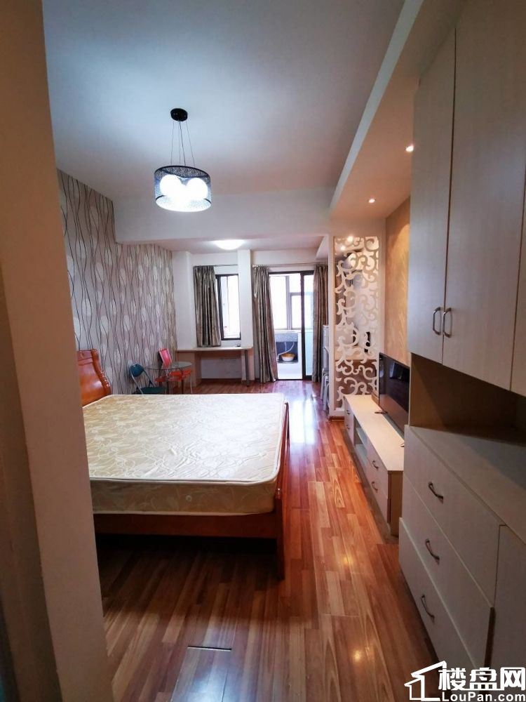 西二环乌山路舒友金樽标准单身公寓出租,看房有锁