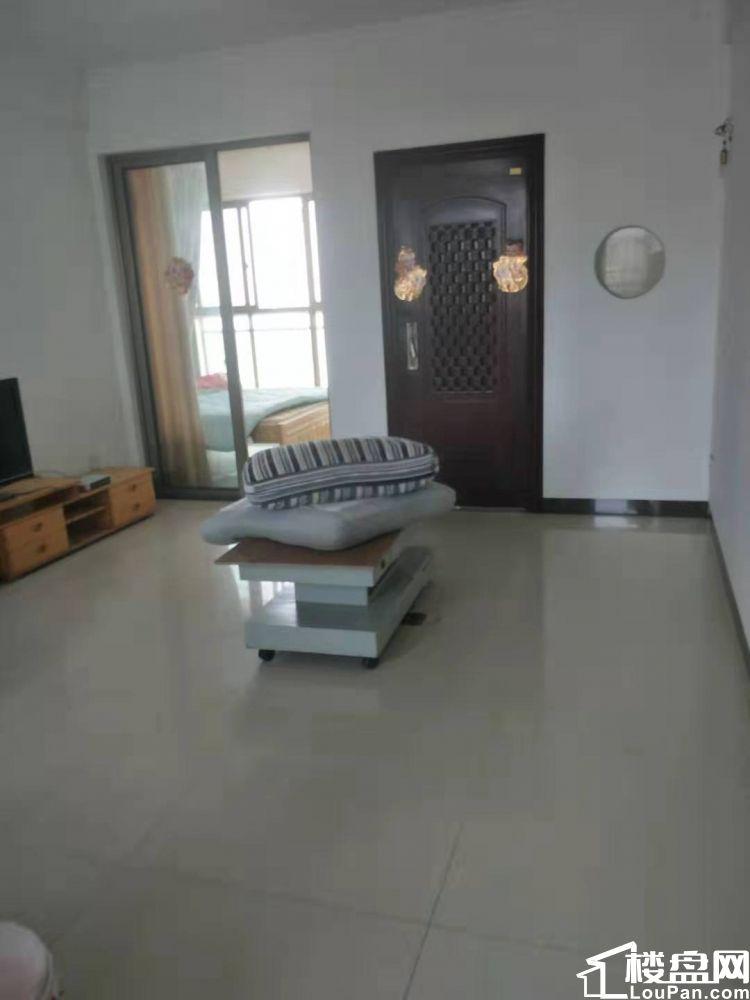 滨海阳光 3室2厅1卫 有入户花园 租金1500元一个月