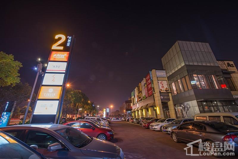 周边商店夜景