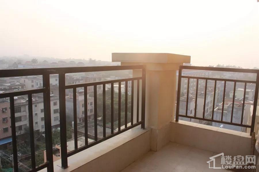汇联海湾明珠二期B户型阳台实景图
