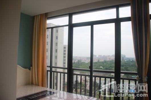 春阳江城国际47平卧室