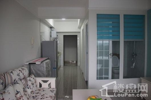 春阳江城国际47平厨房与卫生间