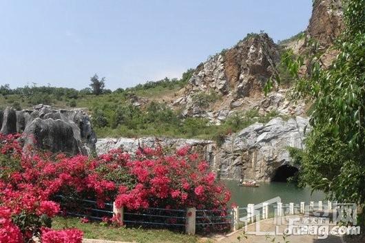 滨海城邦周边八一石花水洞地质公园