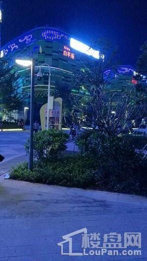 富力首府周边 日月广场