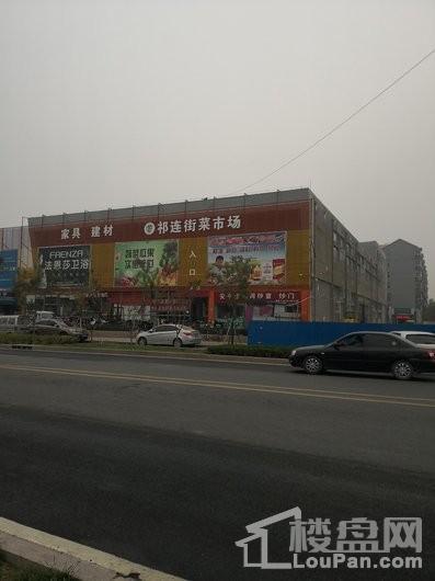 天山熙湖三期项目东侧祁连街菜市场