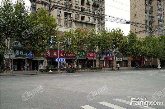 大华珞斐墅农工商超市(向北约100米)