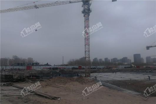 青阳华府项目工地塔吊近景