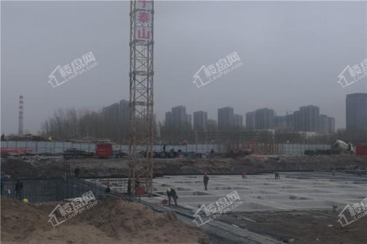 青阳华府项目工地打地基近景