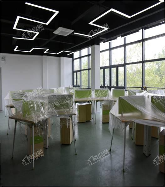 28A 999.8m²精装带家具生态办公环境