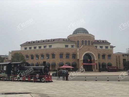 北大资源莲湖锦城小区内景观