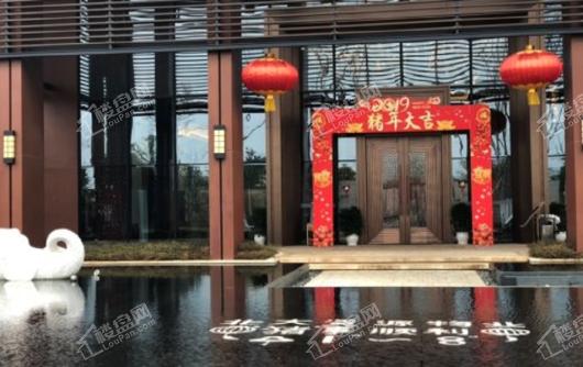 北大资源莲湖锦城售楼处大门