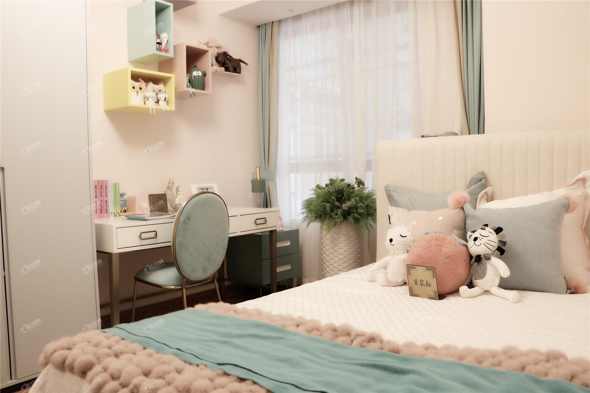 龙门馨园一期1、2、3号楼 A1、A2户型卧室