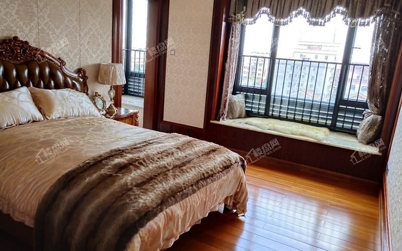 228平 5房2厅4卫样板间