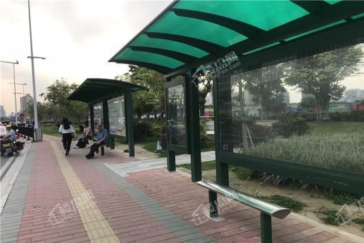 保利国际金融中心(花都)距离项目1000米的公交站