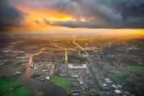 上半年300城土拍揽金逾2万亿 二线城市成最大赢家
