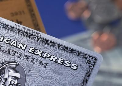 """信用卡""""涉房""""交易受限:额度遭下调 甚至停"""