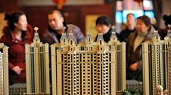 楼市两个风向标降30% 专家预测10月房价走势!