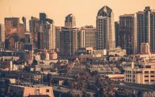房地产市场的发展与调控是各界积极关注的焦点问题,应该怎么调控