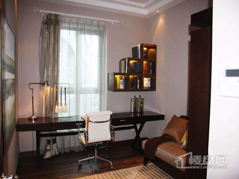 海河华鼎公寓标准层C3户型主卧.