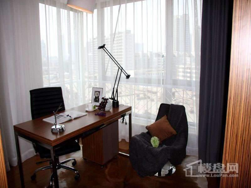 天津大悦城大悦公寓2号楼06户型样板间书房