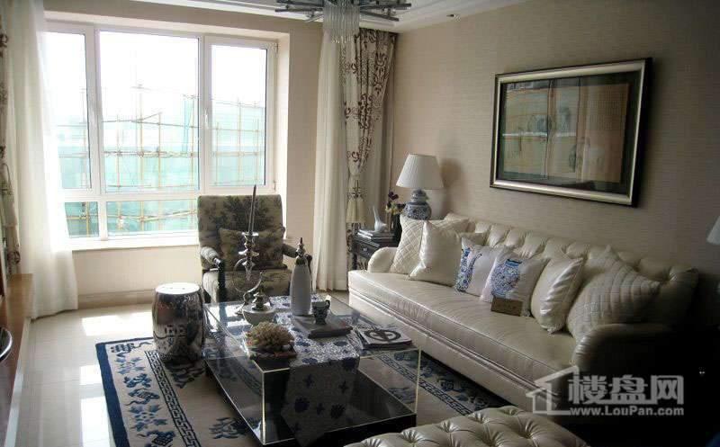 保利金香槟LOFT一室户型样板间客厅