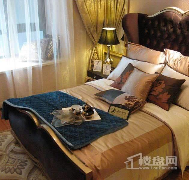 雲锦世家高层标准层五室户型样板间次卧