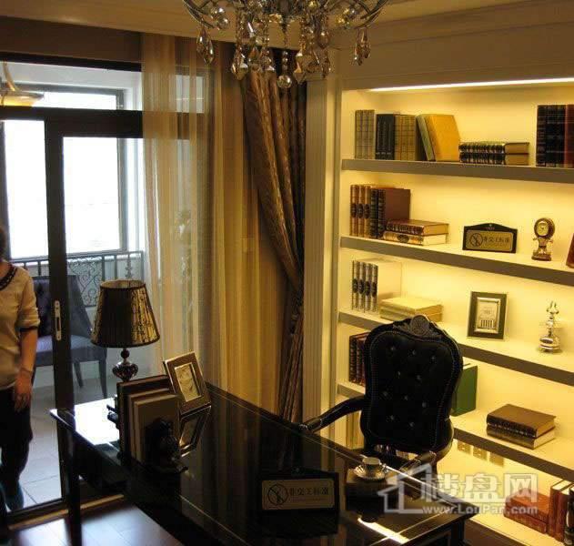 雲锦世家高层标准层五室户型样板间书房