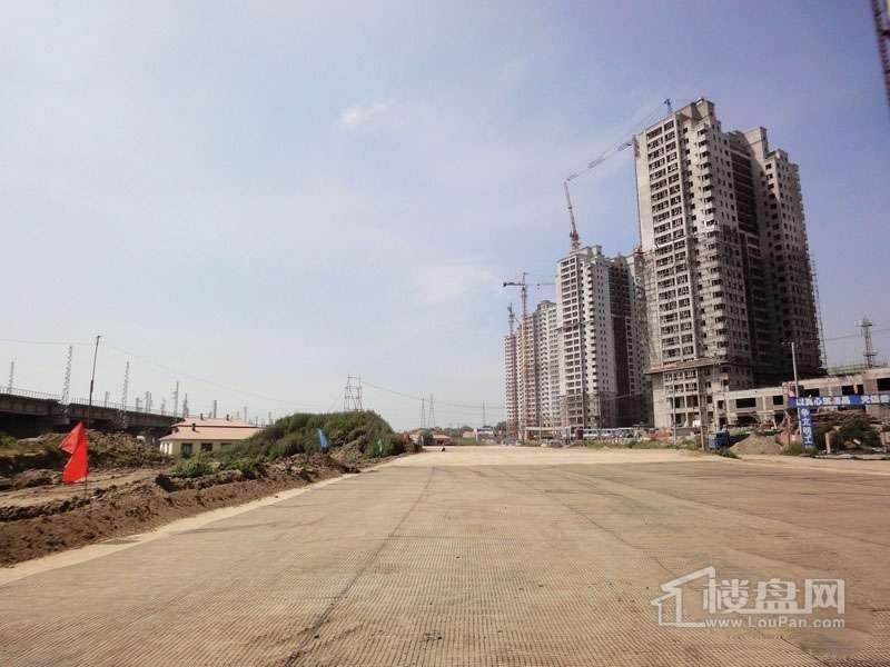 红星城项目高层封顶实景图(2012-7-17)