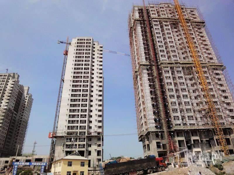 红星城项目高层封顶实景图(2012-7-17)2
