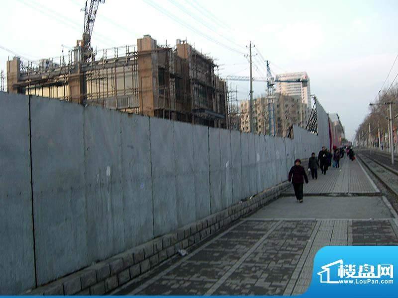 华亿红府红旗街一侧外景图(2010.04)