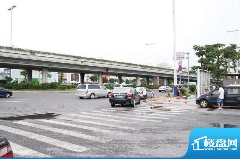 番禺万达广场销售中心门前景观(2012-7