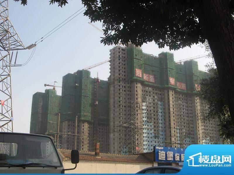 万达广场工程进展实景(2010.8)