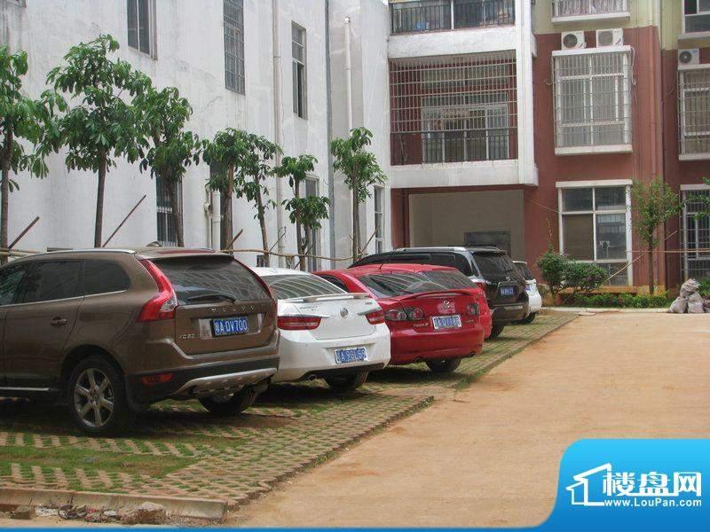 宝泰温泉花园停车位实景(20111014)