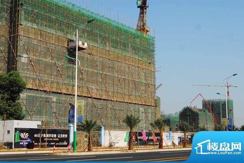 银滩万泉城二区项目沿金海岸大道施工全