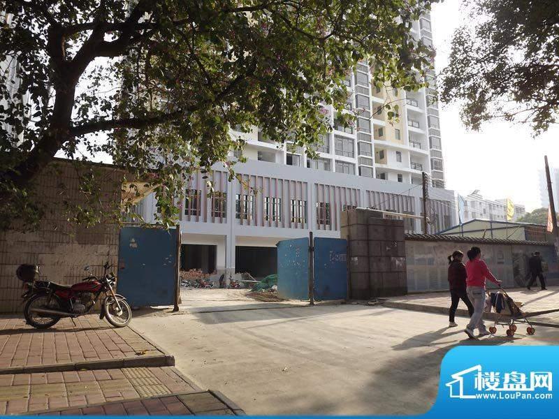 德丰大厦项目施工门口实景20111214