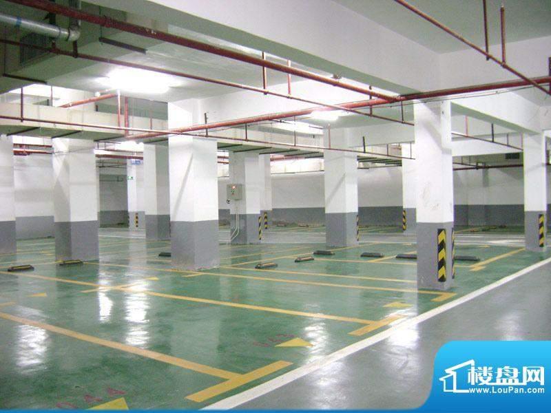 汇福·蔚蓝豪廷项目地下停车场实景2011