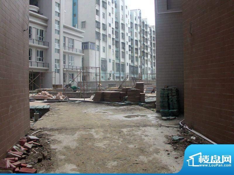 南岸华庭项目施工现场实景图(2012-7)