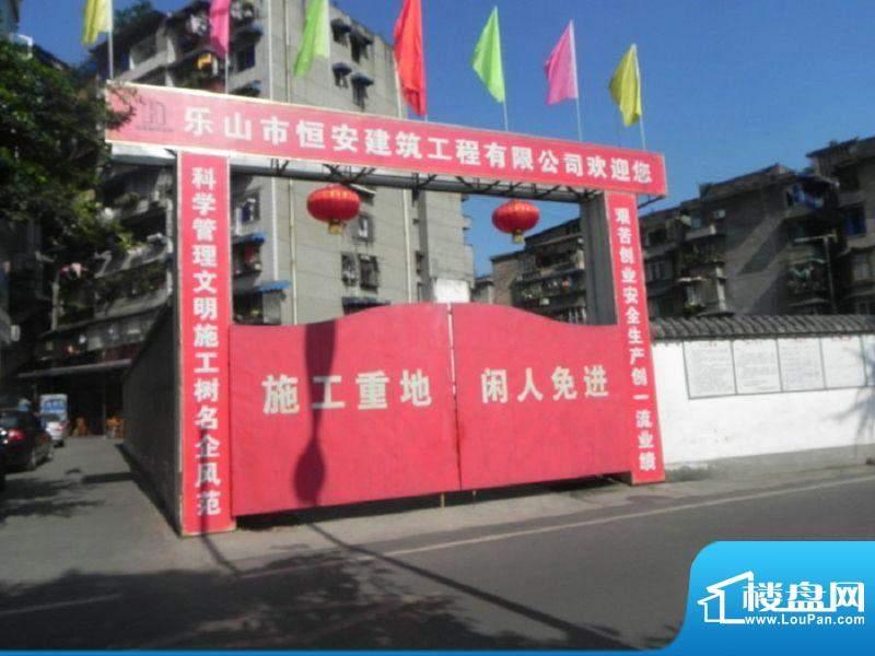 阳光水岸工地正门(2011.11.09)