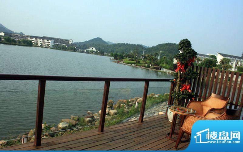 天沐温泉谷样板间阳台方向实景(摄于201