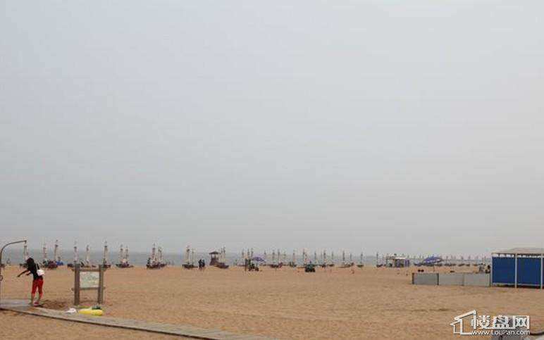 京能海与城周边邻近的沙滩公园