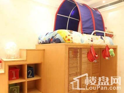 名辉豪庭卧室